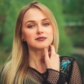 3 tehnici de seductie pe care le poate folosi un model de videochat pentru a-si fideliza clientii